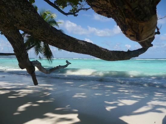 Hilton Seychelles Labriz Resort & Spa : devant notre beach villa, la plage