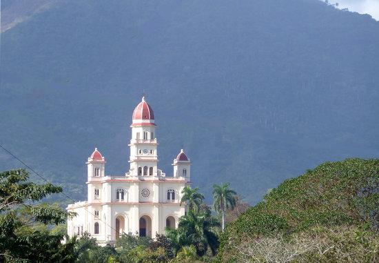 El Cobre, Cuba: Der berühmte Blick auf die Basilika