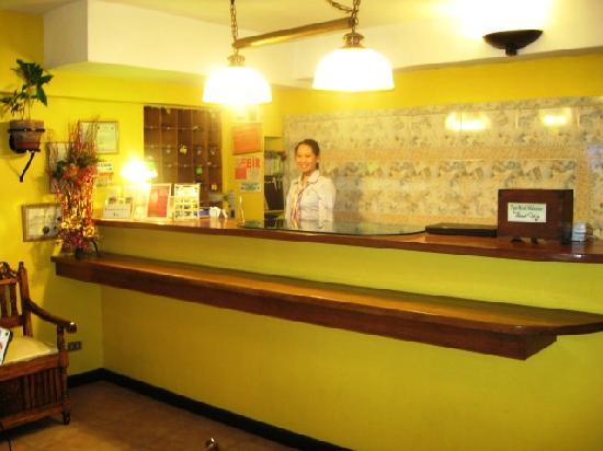 Saint Illians Inn : 24 Hour Front Desk