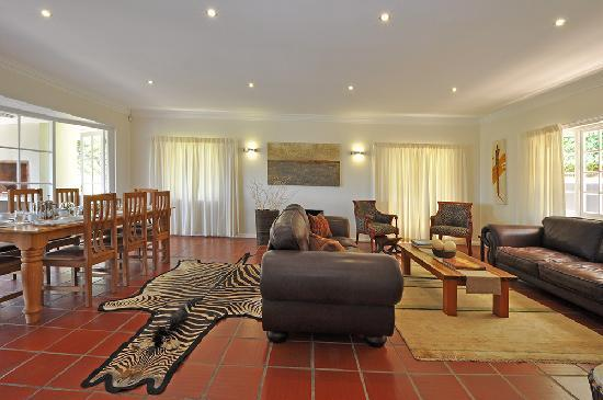 South Villa Guest House: Lounge & Dining
