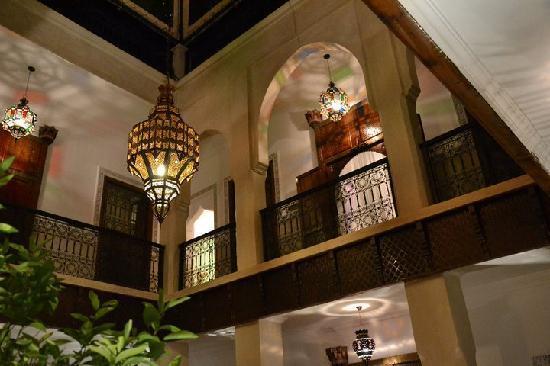Riad le Clos des Arts: giardino interno/hall