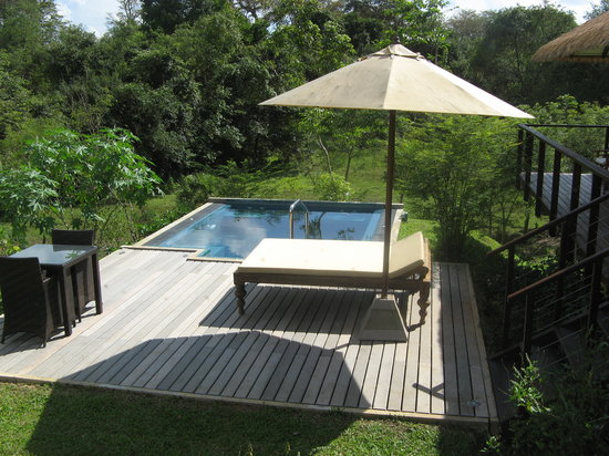 Ulagalla Resort: Our plunge pool area and lounger