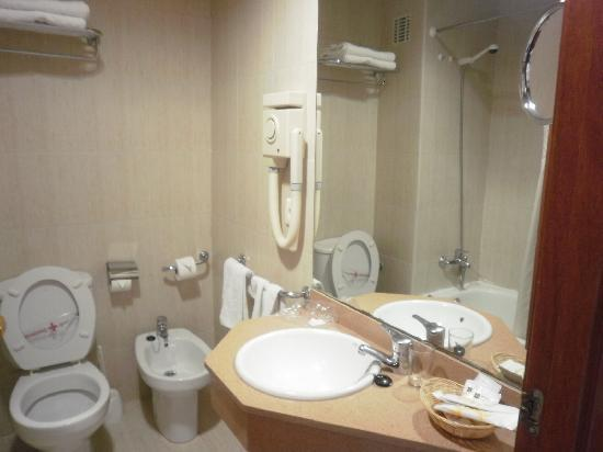 The Bathroom Picture Of H Top Royal Beach Lloret De Mar Tripadvisor