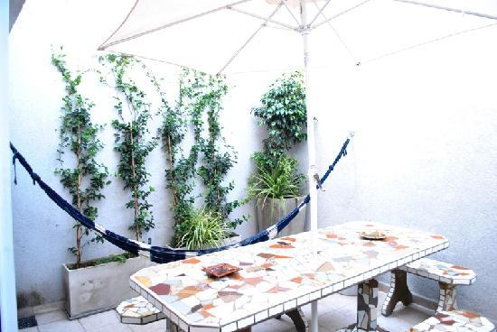 Mystic House Hostel Boutique : patio con hamaca