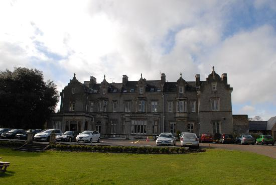 Shendish Manor Hotel: Hotel from driveway