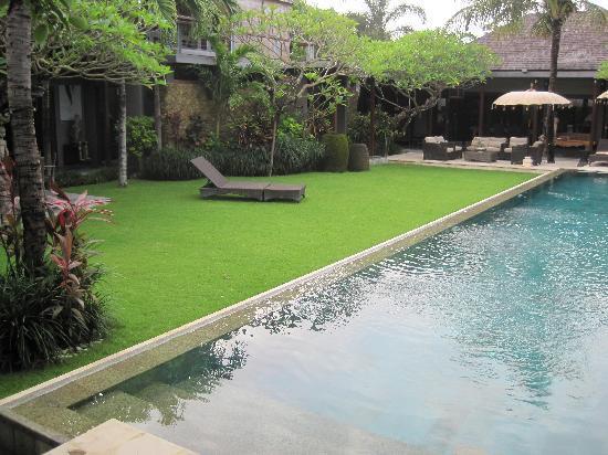Chimera Villas: Garden