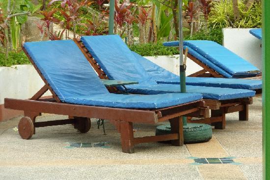 Aonang Ayodhaya Beach Resort: Filthy