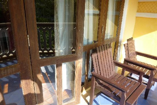 Aonang Ayodhaya Beach Resort: No handles to re-enter rooms