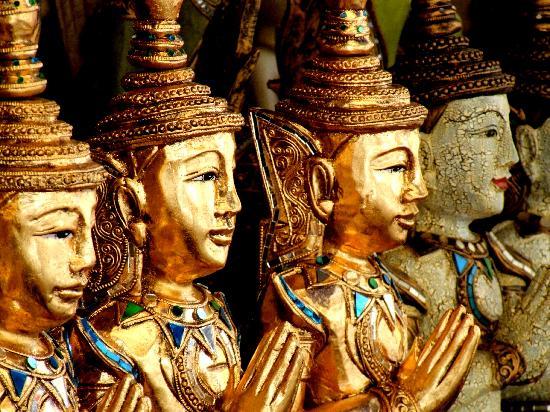 Chatuchak Weekend Market: Buddha statues