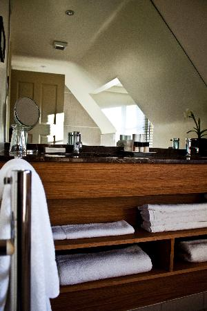 The Swan Inn Chiddingfold: Luxury bathrooms