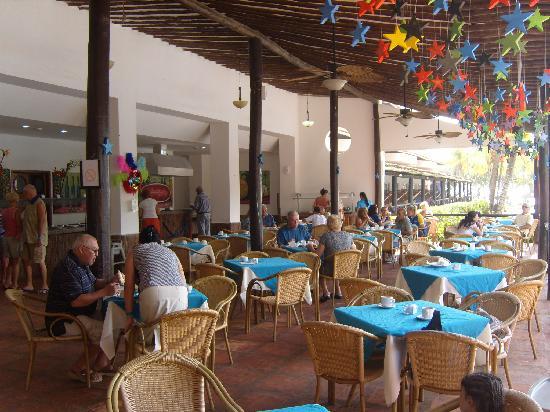 Isla Caribe Beach Hotel: One of the restaurant