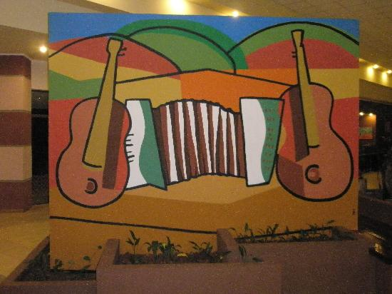 Sol Cataratas Hotel: Creative paintings in the main entry