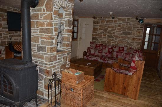 Haute Combe: sofa corner and stove