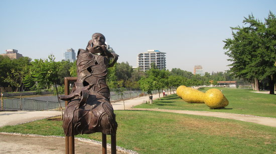 ‪سانتياجو, شيلي: Sculptures in the park‬