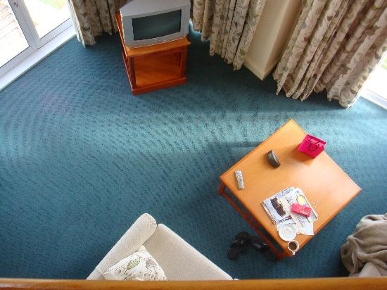 Protea Hotel by Marriott Port Elizabeth Marine: Taking from the Bedroom Upstairs - Leaving Area