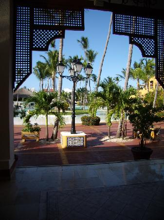 Occidental Grand Punta Cana: View from the lobby out to the pool area