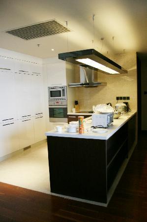The Sandalwood, Beijing - Marriott Executive Apartments: Kitchen