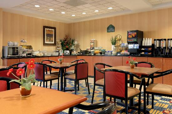 Wingate by Wyndham Frisco: Free Hot Breakfast