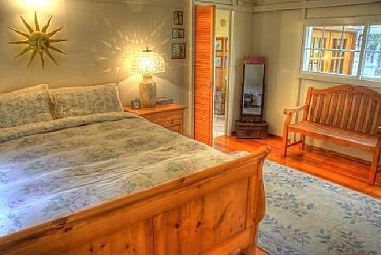 Volcano Hideaways: Maid's Quarters bedroom