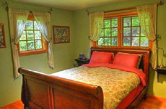 Volcano Hideaways: Haunani Master Bedroom