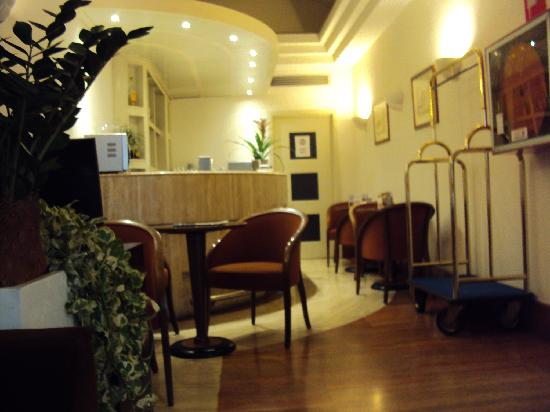 Exe Domus Aurea: Lobby