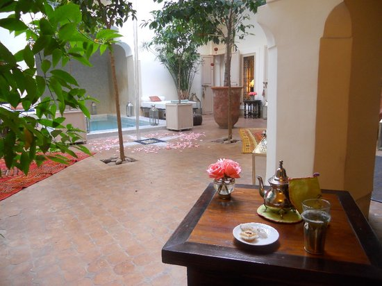 Riad Al Massarah: view of main floor and plunge pool while drinking coffee