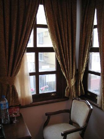 Istanbul Inn Hotel: Vista da janela
