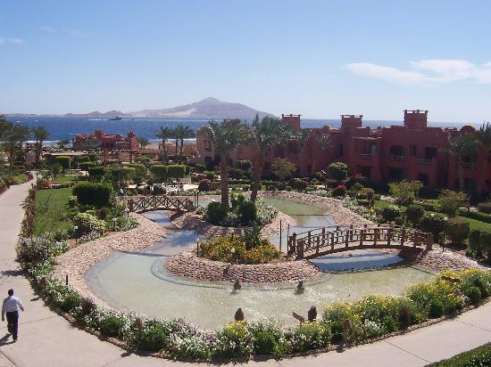 Sea Gardens: Gardens, pool, beach and sea
