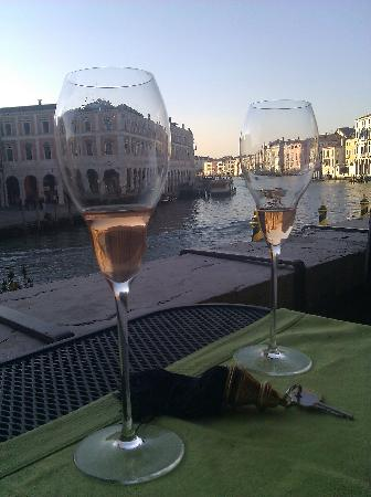Al Ponte Antico Hotel: View of Grand Canal from the terrace.
