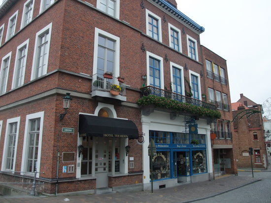 Canalview Hotel Ter Reien : The outside of the hotel