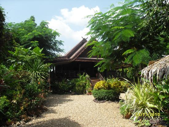 Suan Nanachaat - Massage and Lifestyle : Beautiful Traditional Thai building