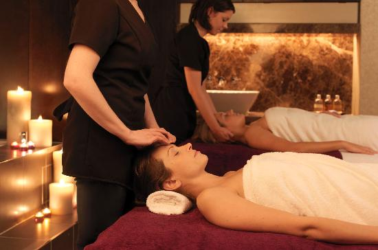 Carton House Hotel & Golf Club: treatment room in the Aveda Spa