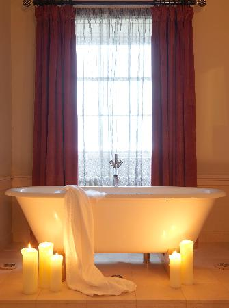 Carton House Hotel & Golf Club: Bath in Suite