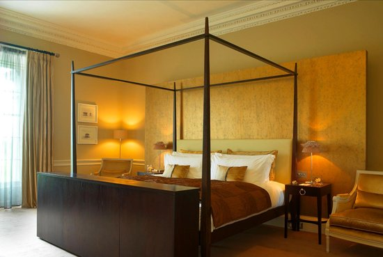Carton House Hotel & Golf Club : Four Poster Bed