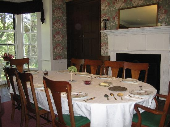 Oak Grove Plantation Bed and Breakfast: Dining Room