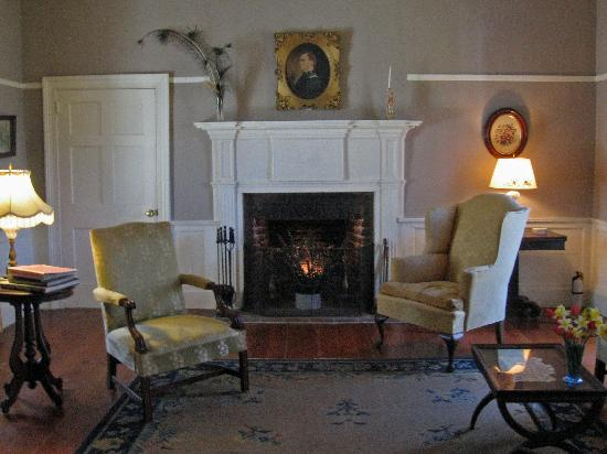 Oak Grove Plantation Bed and Breakfast: Relax in the Parlor