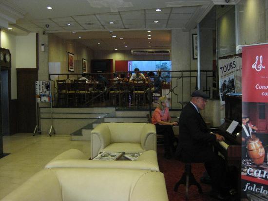 Hotel Europa: O pianista no café da manhã