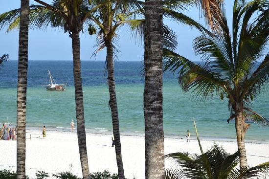 Garoda Resort: palme su spiaggia