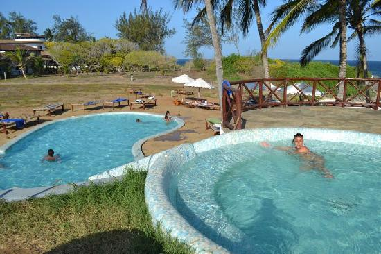 Garoda Resort: piscina idromassaggio Jacuzzi e mini piscina