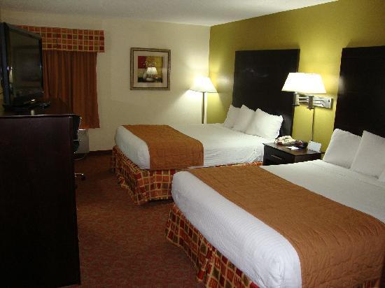 Days Inn & Suites Ridgeland : Standard 2 queens