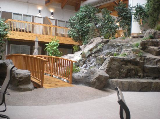 Billings C'mon Inn Hotel: Indoor waterfall