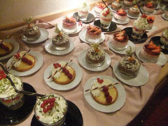 Le Yule : The desert buffet
