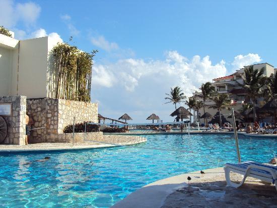Grand Park Royal Cancun Caribe: Piscina 1