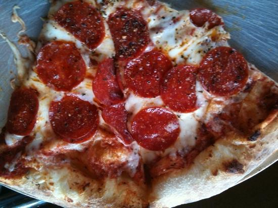 Pisano's Woodfired Pizza : awesome pizza & melt in your mouth crust