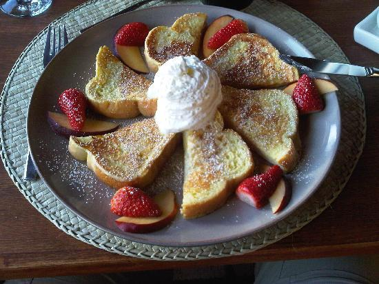 Logpile Lodge : THE french toasts!