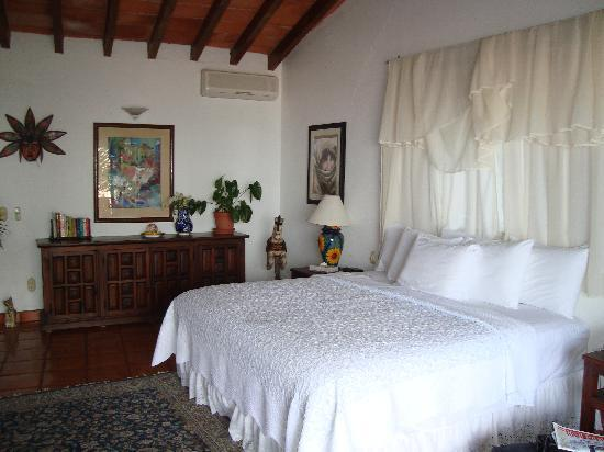 Casa Isabel : honeymoon bed..