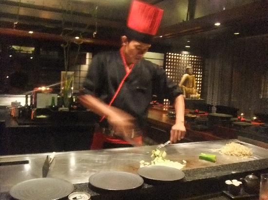 INTERCONTINENTAL Bali Resort: 鉄板焼きレストラン矼 パフォーマンスを目の前で見ながら食べられるのが楽しい。
