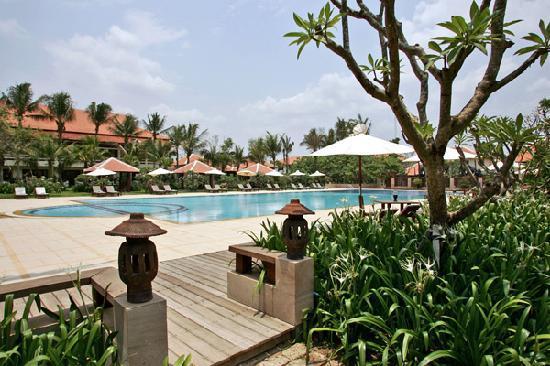 Royal Angkor Resort & Spa: Swimming pool