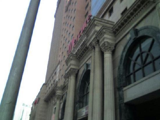 Mercure Teda Hotel : メルキューホテル入口。写真奥にグランドメルキュー。
