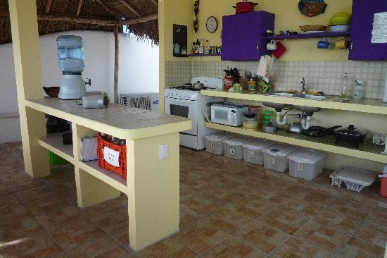 Coral Reef Inn: the breezy roof top kitchen